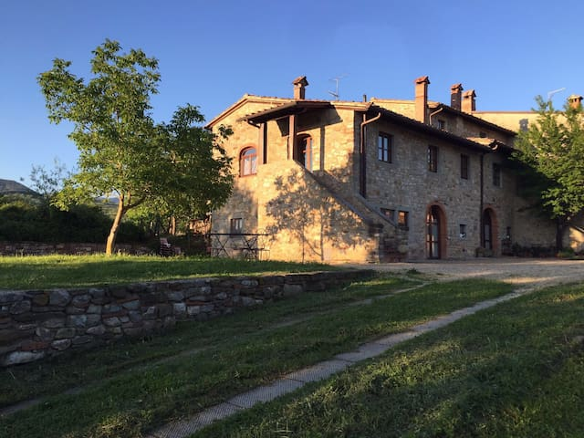 Newly built Tuscan Villa with Views and Elegance - Poppi - Villa