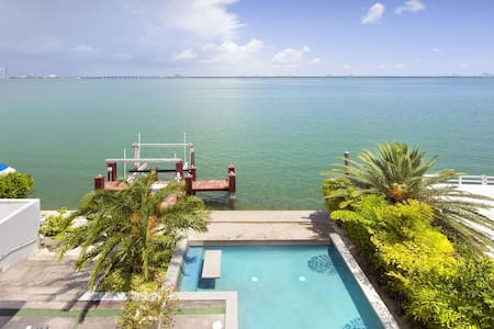 Contemporary 4 bd, pool, Biscayne Bay dock - マイアミビーチ