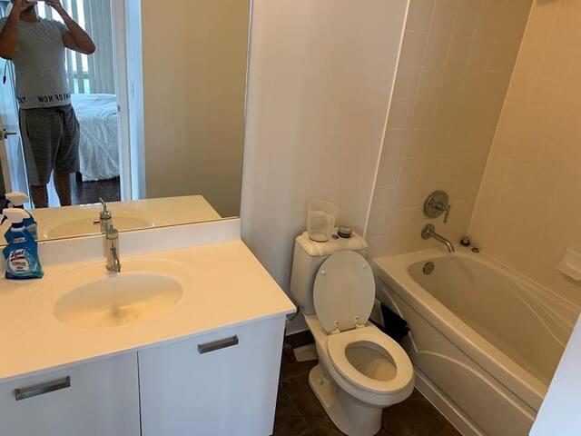 Large master bedroom w/ private ensuite bathroom!