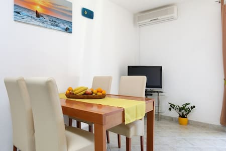Nice family apartment in a quiet part near Split - Žrnovnica - Daire
