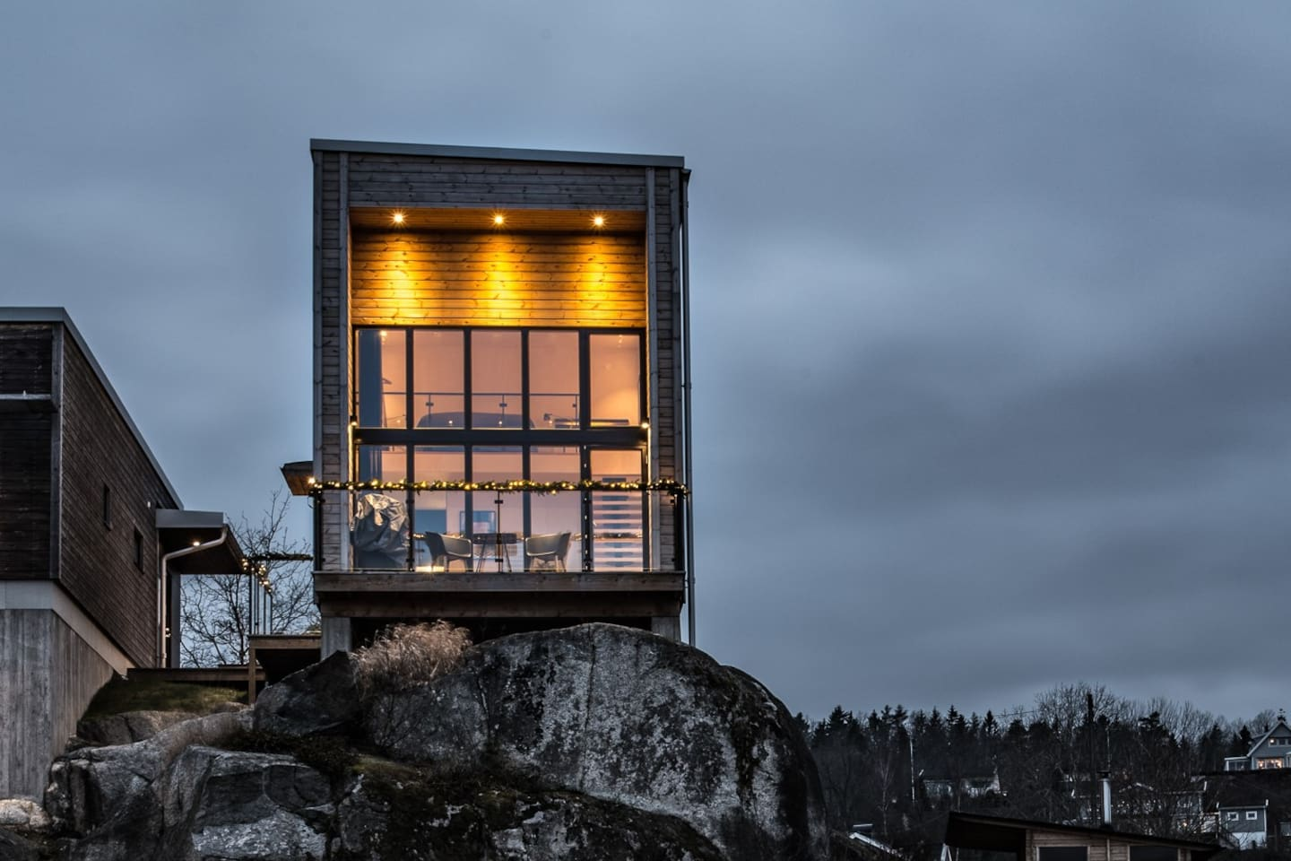 On a cliff 84 meters above lake Vättern you find our guest house. Its only few kilometers into central Jönköping