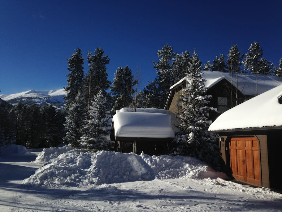 Bluebird day at our condo- just a short 10 min walk to the Quicksilver chairlift, or FREE bus stop steps from our door!