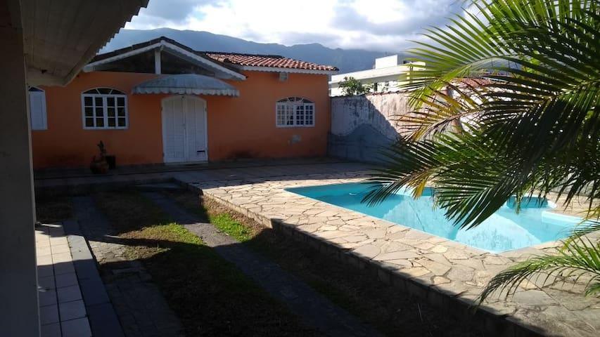 Casa na Morada da Praia, condomínio fechado