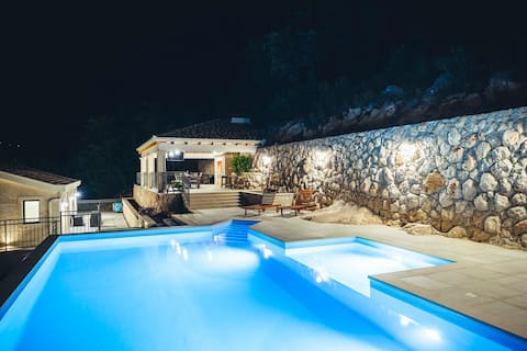 Luxury Villa Borak