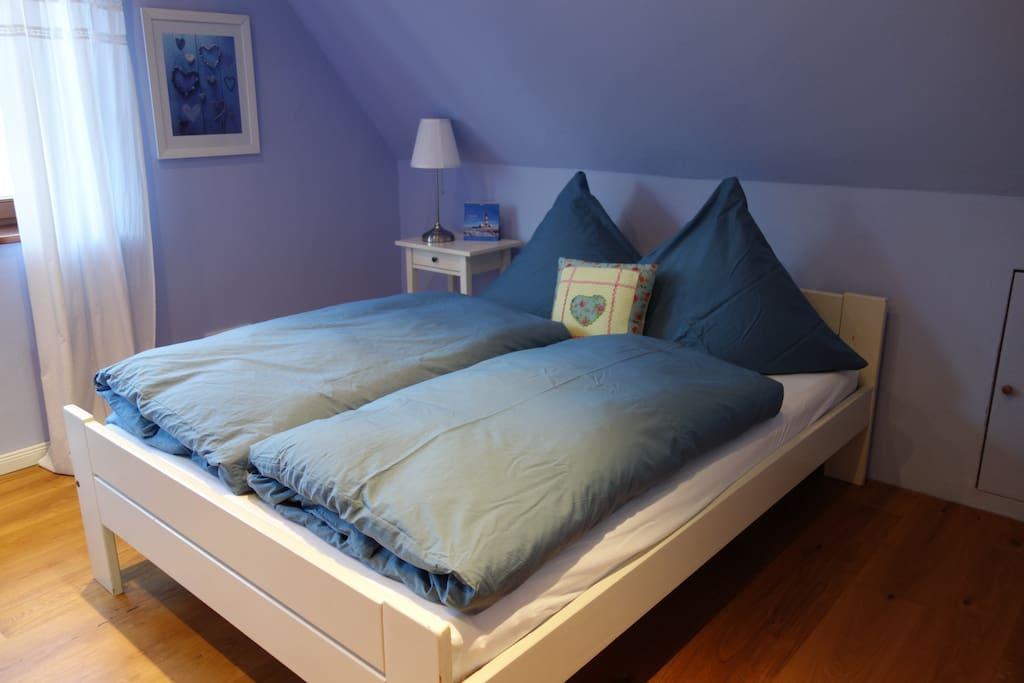 Bett 1,40 m breit für 1-2 Pers.