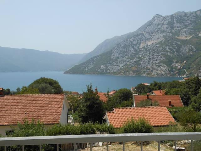 House with great views, short walk to town square