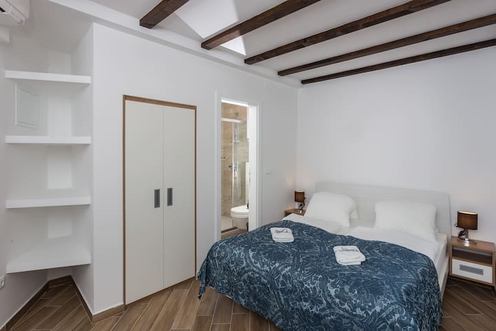 Apartments & rooms Verdi- Double room w/ city view