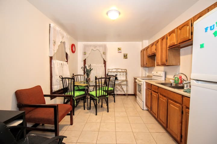 Private 2 Bedroom in Hamilton District, Allentown - Allentown - Leilighet