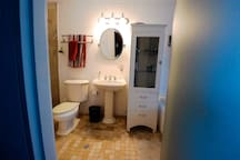 Main Bathroom 2nd. floor. Baño principal 2do. piso.