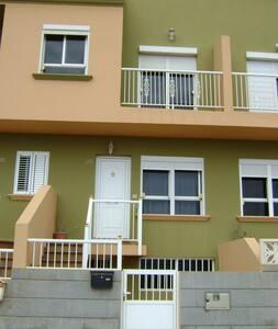 Duplex  muy centrico, luminoso y bonitas vistas. - Puerto del Rosario - Casa