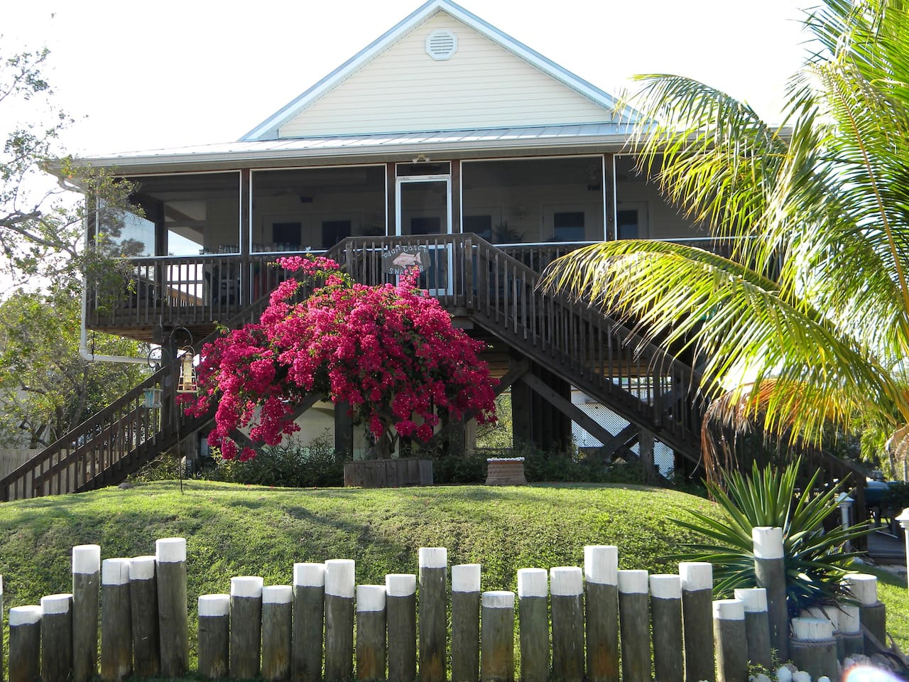Cottage style home on stilts. large screened in front porch. Great view