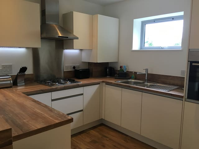 Two bedroom Apartment Newmarket