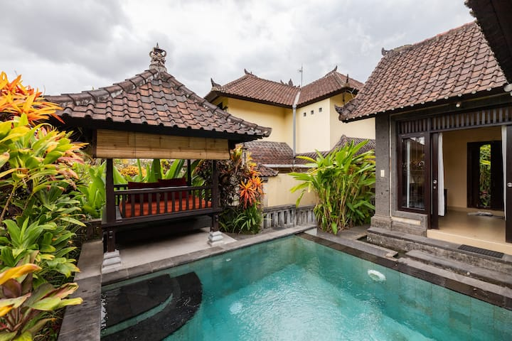private villa with private pool in ubud