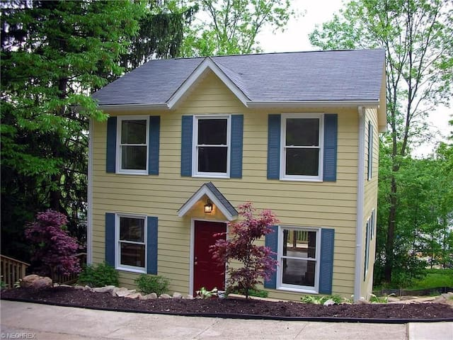 Beautiful Home in Heart of Chagrin Falls