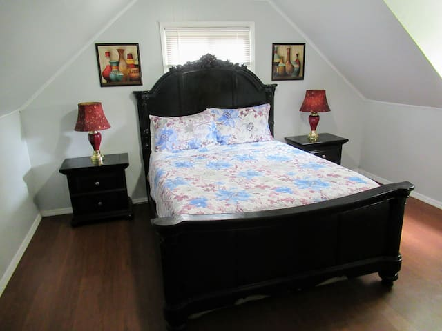 Comfy Private Stay Queen bedroom