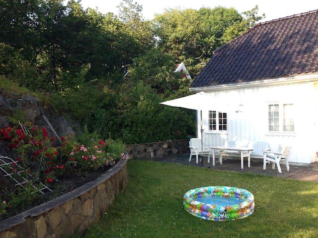 Familievennlig bolig med stor hage og egen brygge - Kristiansand - Hus