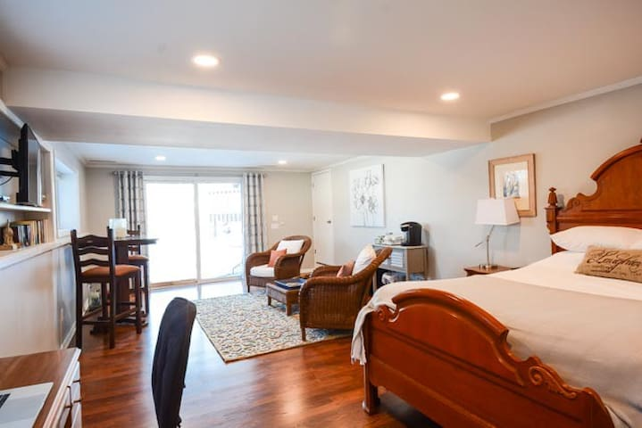 Harmony Guest Suite, private entry, peace & quiet