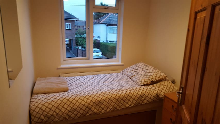 SINGLE ROOM BY HEATHROW FLEXIBLE CHECK IN/OUT