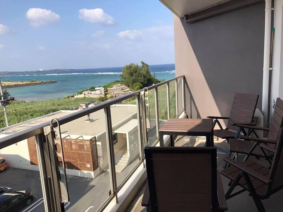海に面するバルコニー balcony facing the beach