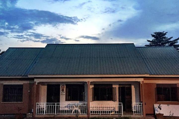 Obwaagazi Guest House - Jinja - Apartment