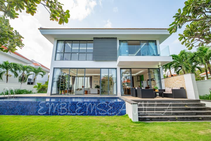 Emblemsea villa Da Nang Beach 5 BR Free pick up