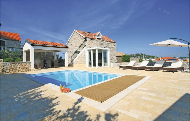 Holiday cottage with 3 bedrooms on 161 m² in Betina