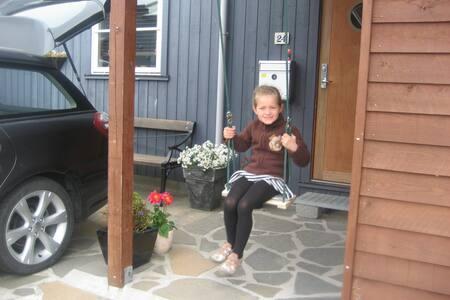 Comfortable home in the capital - Hoyvík - Adosado