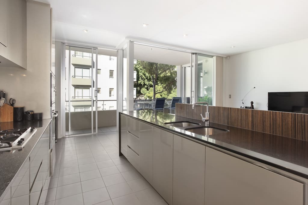 Fully equipped kitchen, steel French-door fridge and large freezer drawer