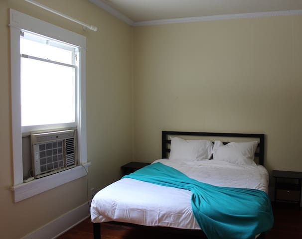 Aqua Room - Private Room in West Hollywood - West Hollywood - House