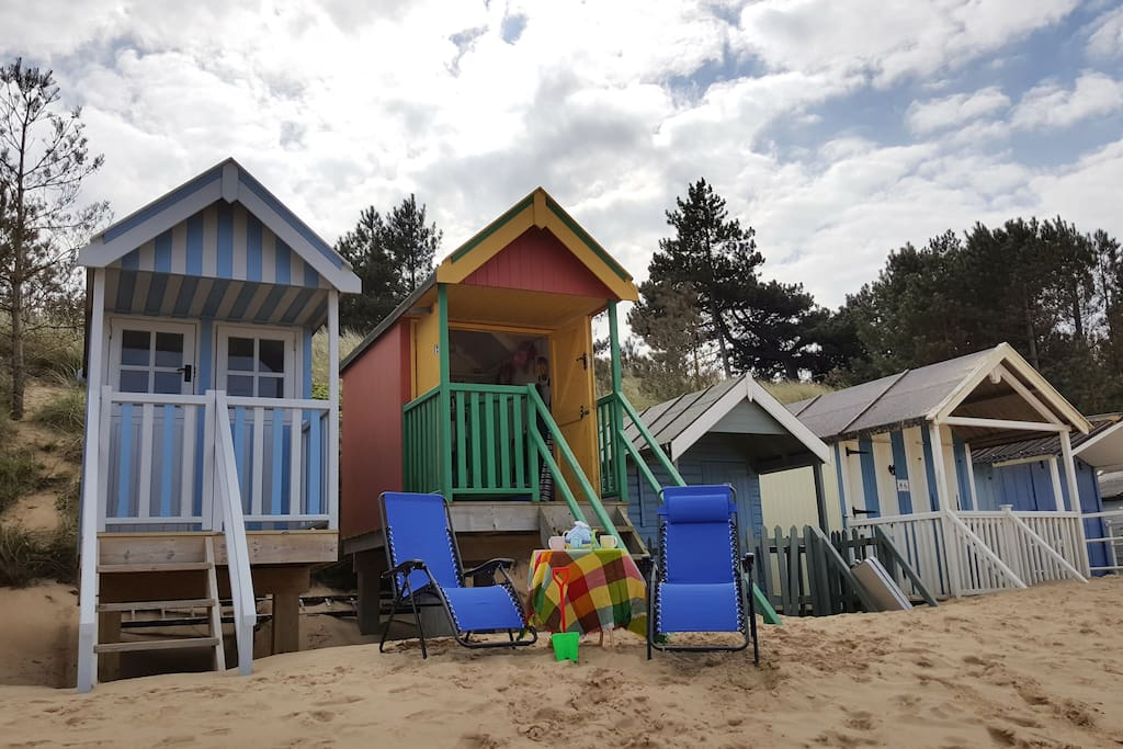 Beach hut #84: red, yellow, and green