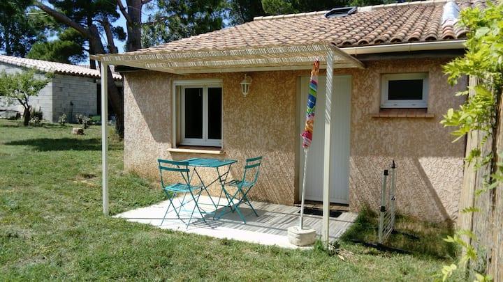 dépendance + jardin privé