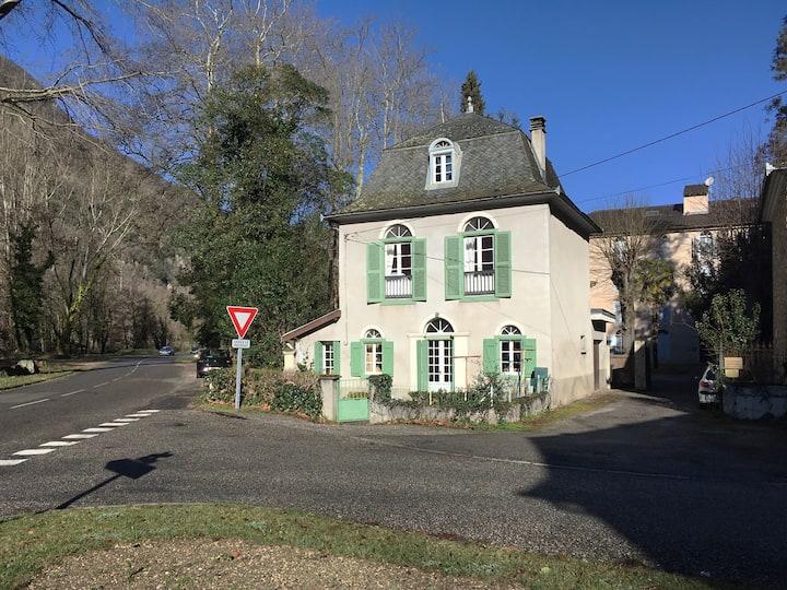 6 Rond Point Du Manior - Ussat Les Bains- Ariege