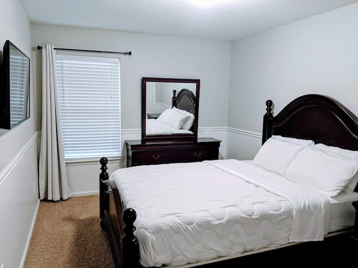 * Modern* 1 OR 2 rooms*queen beds*shared home*