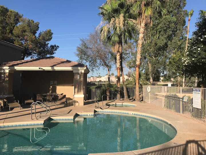 Beautiful Golf Course Condo With Pool & Spa