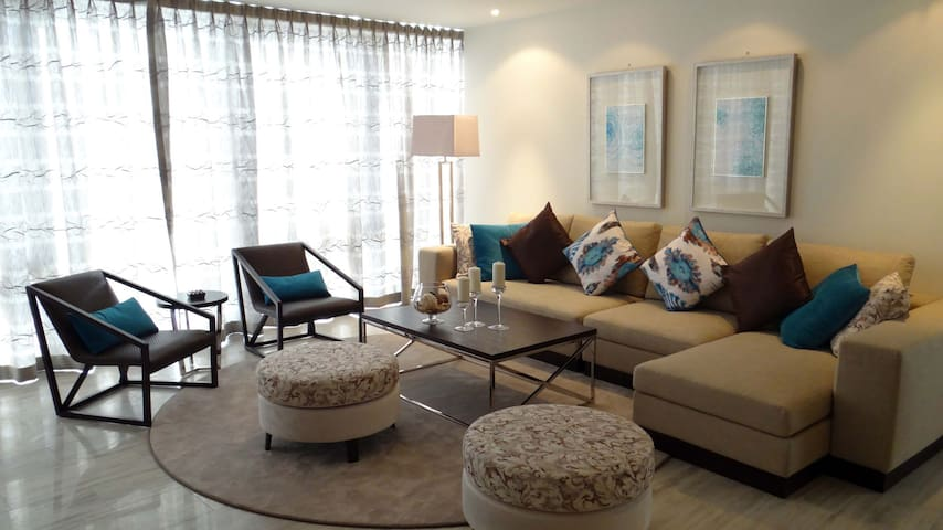 Signature Holiday Homes- Luxury 3 Bedroom Apartment, D1 Residences (1501) - Dubai - Pis