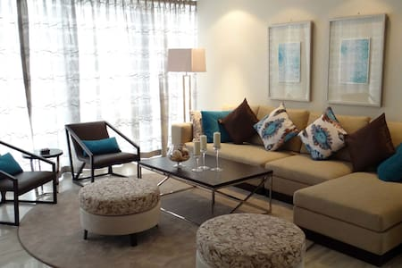 Signature Holiday Homes- Luxury 3 Bedroom Apartment, D1 Residences (1501) - Dubai - Appartement