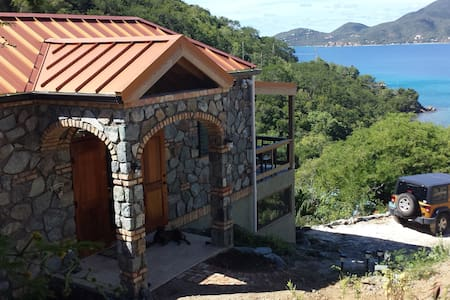 Charmed....your Secluded Getaway - Central - Villa