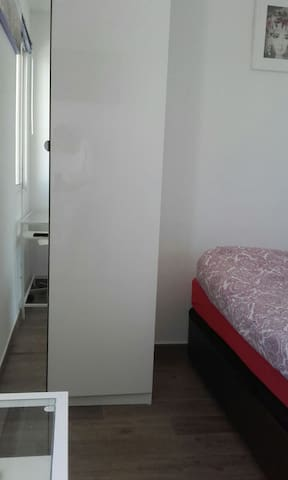 Modern Room next to airport - Málaga - Appartement