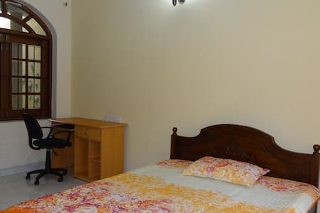 Charming  room, Courtyard view - Sri Jayawardenepura Kotte - Casa