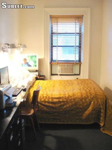 Bright central Manhattan bedroom