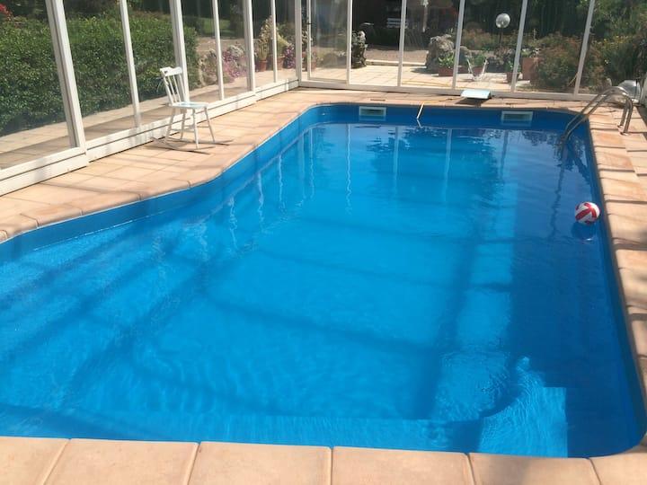 Bilocale al piano terra in villa con piscina