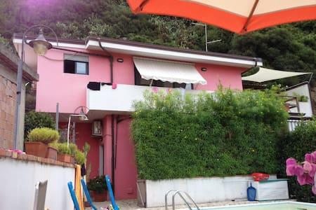 CASA AL MARE CON PISCINA - Wohnung