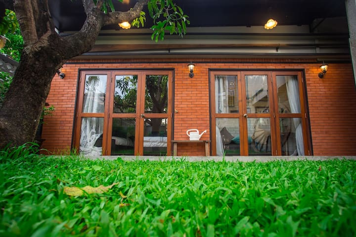 Narra House Sukhumvit58 :Hideaway home(Room4)