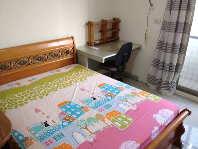 Cozy room with sunlight and convenience 在台中的方便落腳處 - Beitun District - Wohnung