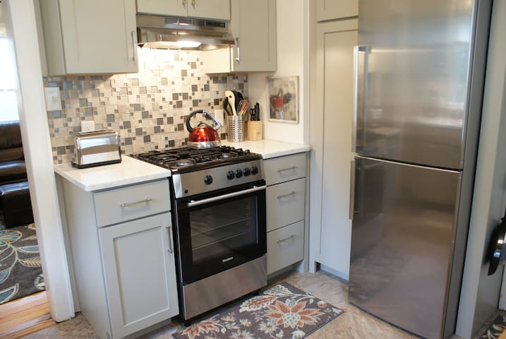 Fully equipped kitchen with stainless steel appliances, including dishwasher!