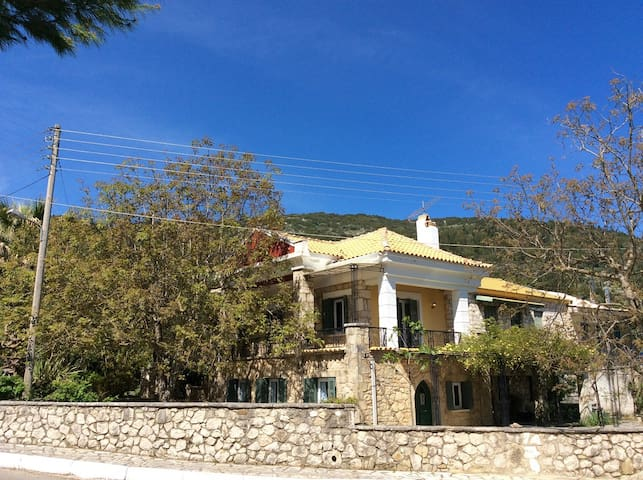 """Peris"" independent apartment on Lefkada island - Asprogerakata - Departamento"