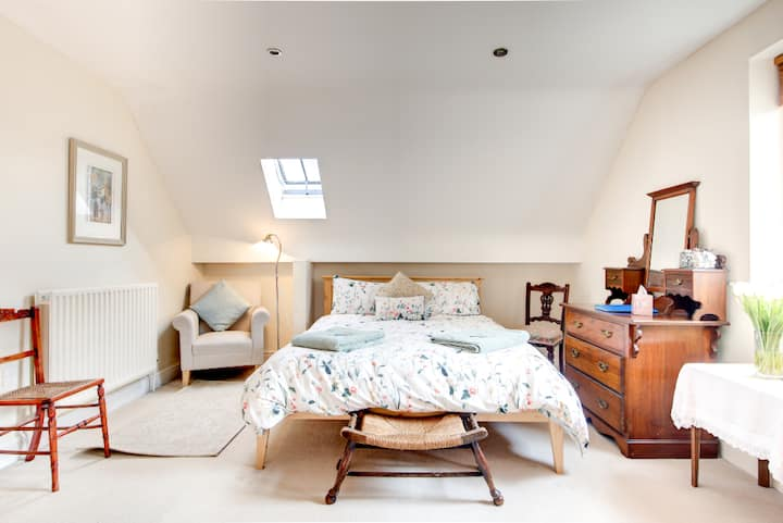1 of 2 King Ensuite Rooms in Luxury Annex Bakewell