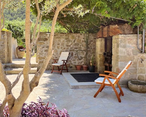 Villa with garden, 5 mins from the sea