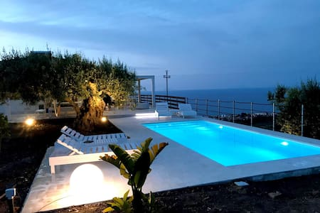 gorgeous villas  with Private Pool, near Cefalu'