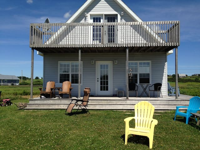 Little Pond PEI Waterfront Cottage Sleeps 6 - Souris - Houten huisje